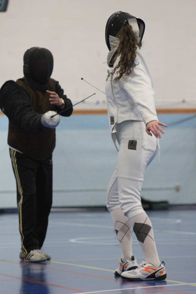 épée fencer taking private lessons